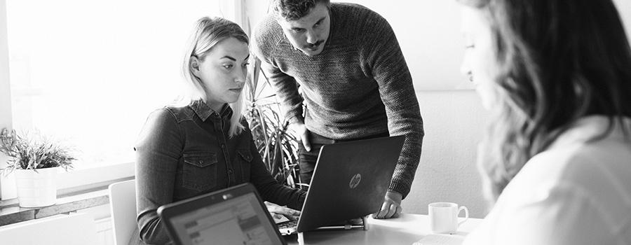 Vi hjälper gärna till med IT rekrytering när du vill rekrytera inom IT, om du behöver rekrytera en systemutvecklare är vi specialicerade inom IT rekerytering och hjälper gärna dig headhunta utvecklare och rekrytera systemutvecklare.